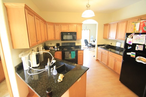 3606 Kitchen (photo 5)