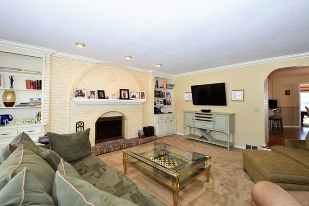 Living/Great Room (photo 4)