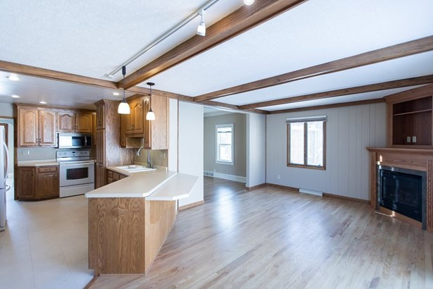 Kitchen-Sitting Area (photo 2)