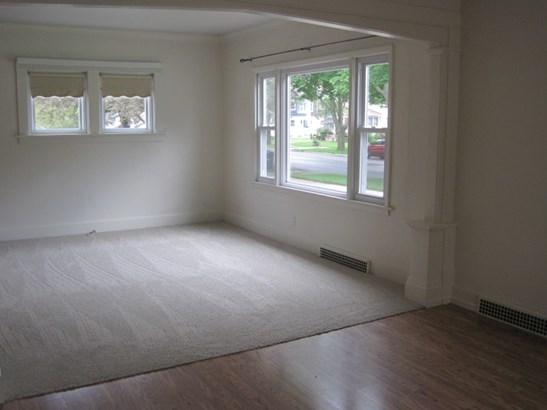 Living Room Windows (photo 4)