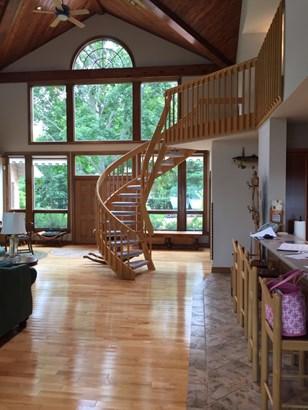 Beautiful Winding Staircase (photo 4)
