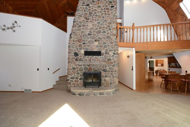Great Room Stone Fireplace (photo 4)