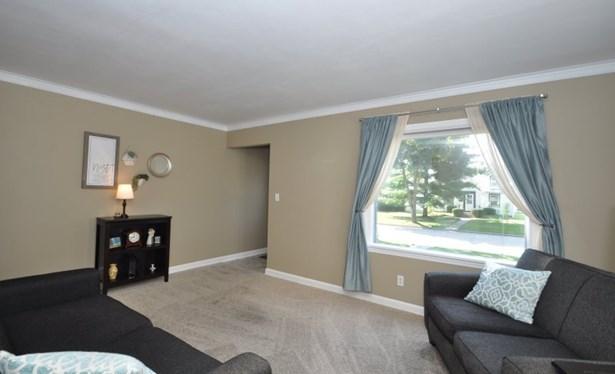 Bright Living Room (photo 2)
