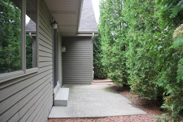 Very private patio area (photo 4)