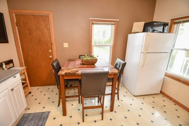Main Floor Eat in Kitchen (photo 5)