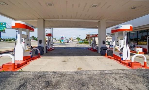 Pumps (photo 3)