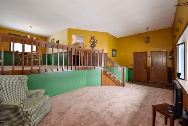 Living Room updated carpet (photo 3)