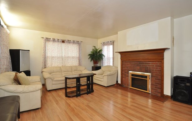 Large Living Room (photo 2)