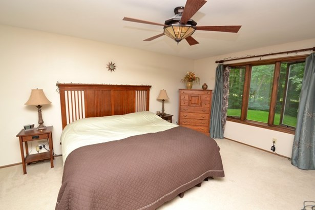 Master Bedroom (photo 5)