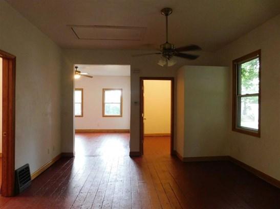 Spacious home (photo 5)