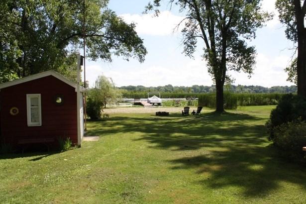 Lakeside (photo 2)