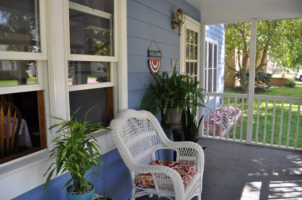 Porch (photo 4)