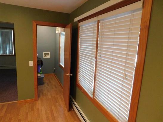 Hallway (photo 4)