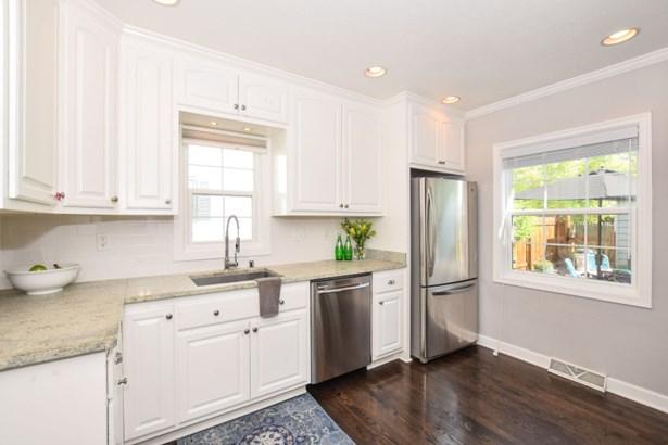Beautiful cabinetry (photo 3)