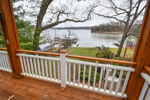 Large Deck with Lake Views (photo 2)