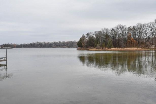 Enjoy the Lake! (photo 3)