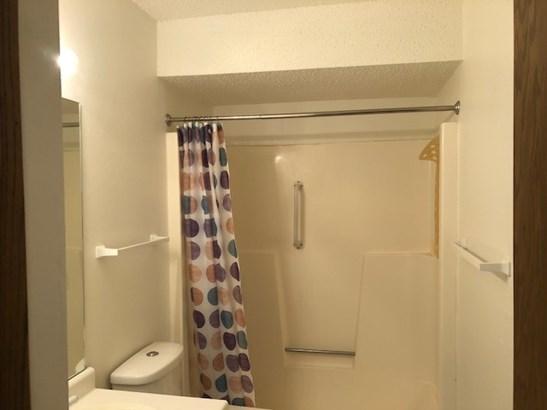 Full Bathroom on Upper (photo 5)