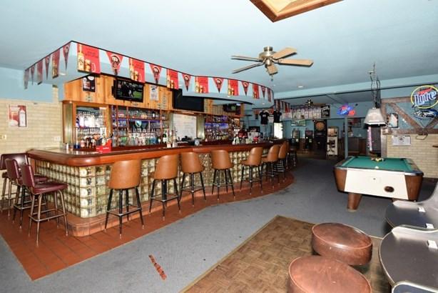 Bar (photo 2)