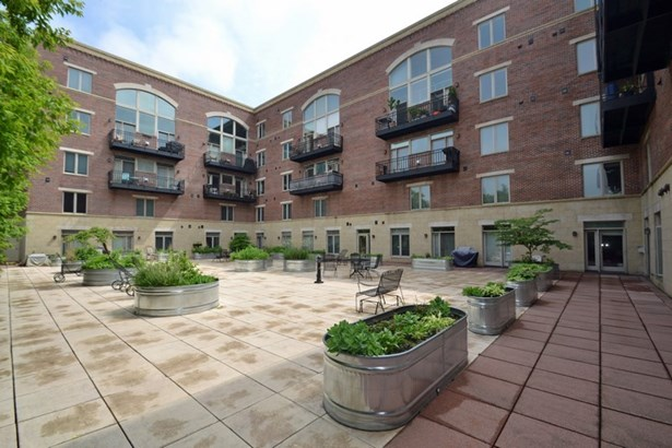 Courtyard (photo 2)
