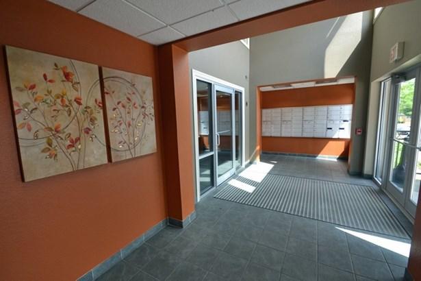 Entrance (photo 3)