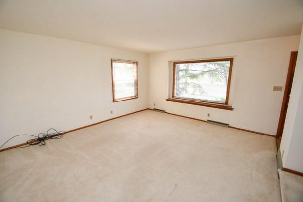 8600 Living Room (photo 2)