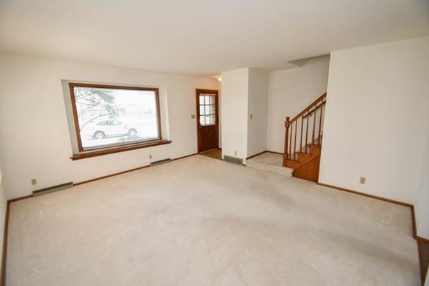 8600 Living Room (photo 3)