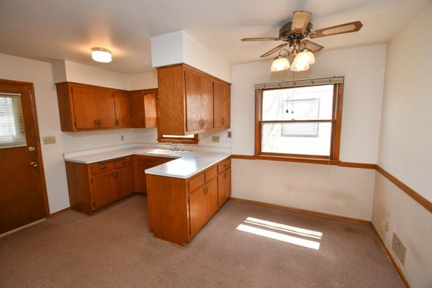8600 Kitchen and Dining (photo 5)