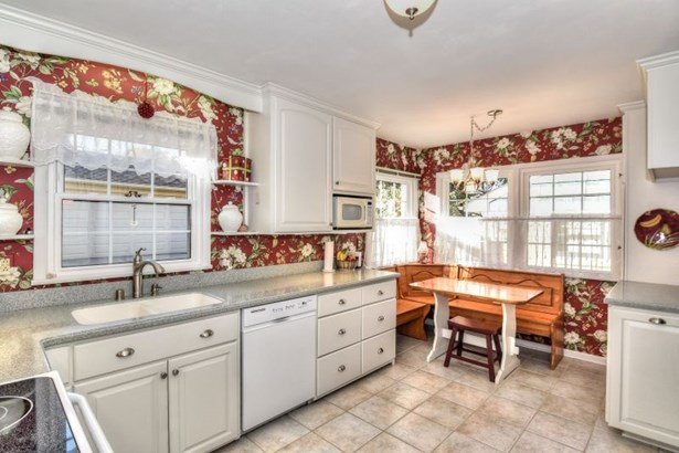 Large White Kitchen (photo 4)