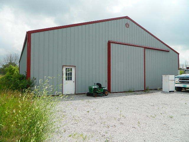 54' X 72' Pole barn (photo 1)