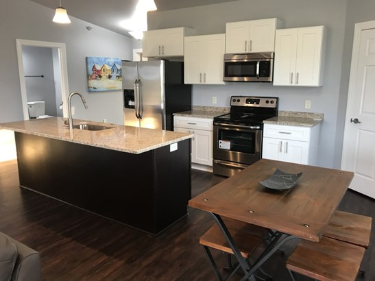 Stunning Kitchen and Dinette (photo 1)