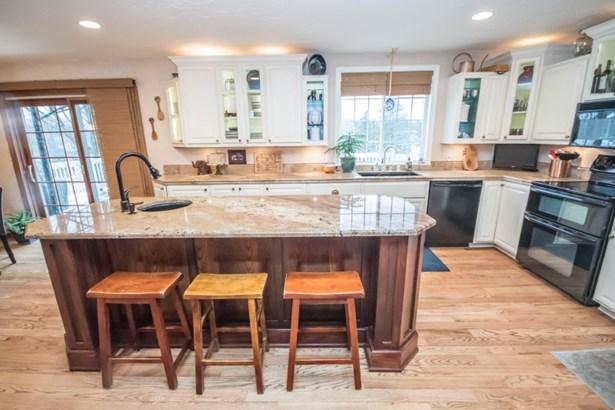 A Kitchen for Entertaining (photo 3)