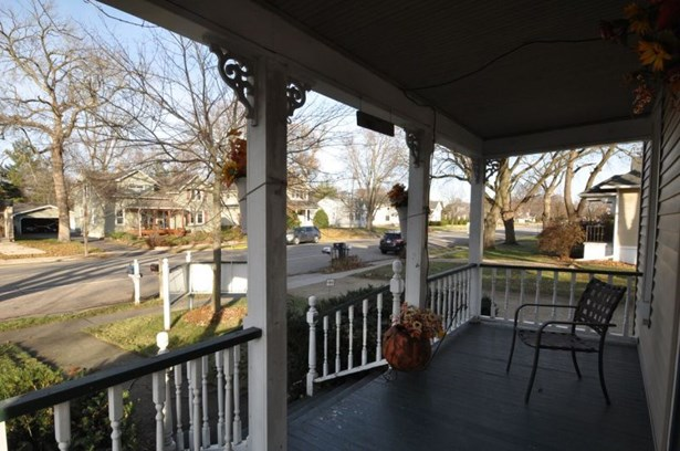 Grand Front Porch (photo 2)