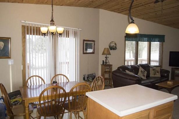 Kitchen/dining area (photo 3)