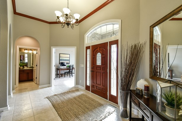 Convenient and Spacious Foyer (photo 5)