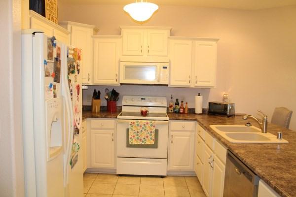 Kitchen-White Cabinets (photo 5)