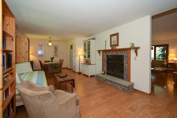 Two Way Fireplace (photo 4)