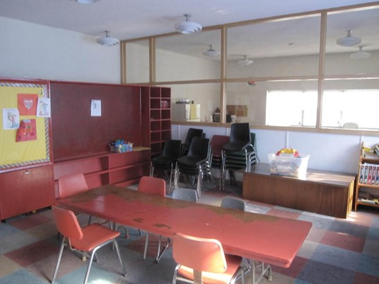Classroom (photo 5)