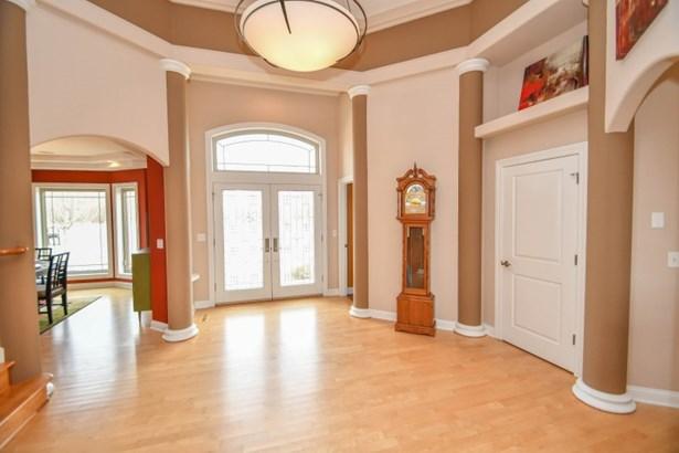 Welcoming Foyer (photo 2)