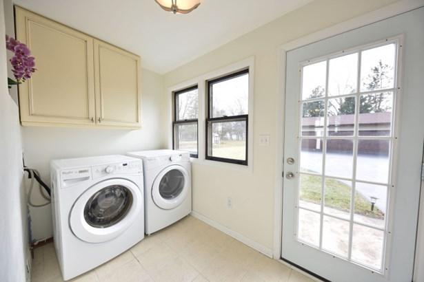 laundry/mud room (photo 3)