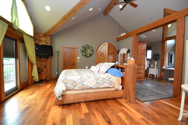 Master Bedroom (photo 5)