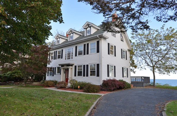 Classic 3 Story Colonial Home (photo 1)