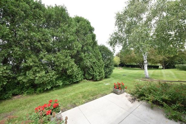 private patio (photo 2)