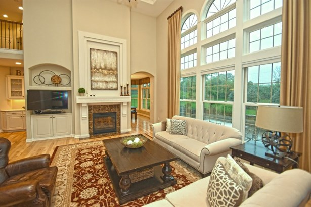 Awesome Two -Story Great Room (photo 4)