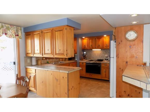 Kitchen/Living Room (photo 5)