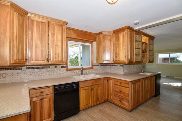 Kitchen (photo 1)