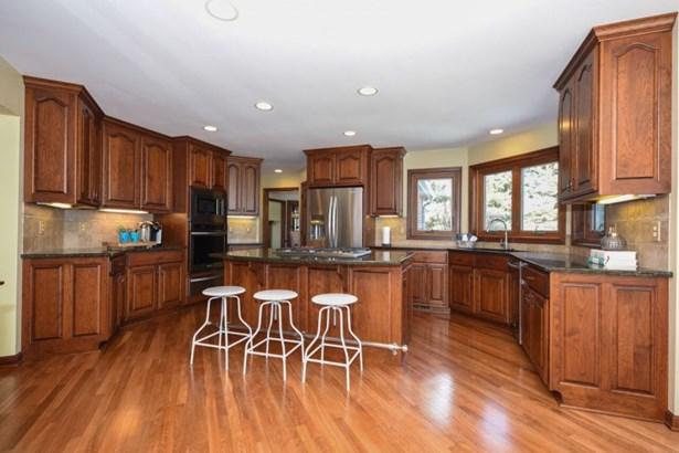Beautiful Kitchen Workspace (photo 5)
