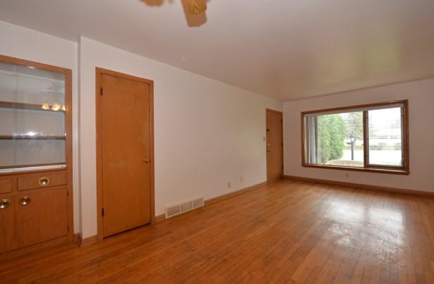 Door leads to a huge closet (photo 4)