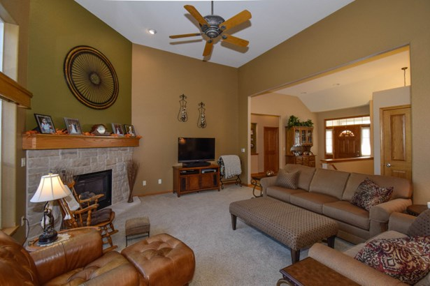 Living Room-gas fireplace (photo 4)