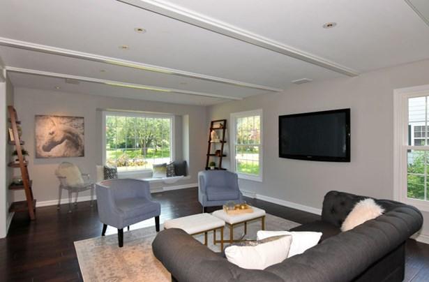 Huge Open Living Room (photo 4)