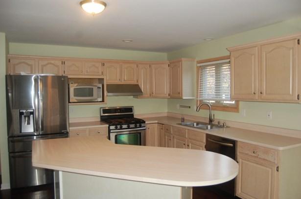 Kitchen Includes Appliances (photo 3)